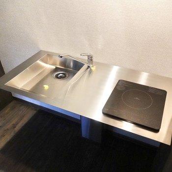 調理スペースが確保されているため、自炊も可能。