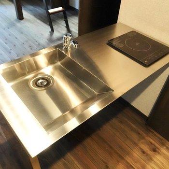 調理スペースが確保されているため、自炊も可能ですよ。