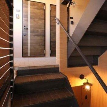 共用階段も雰囲気良し。