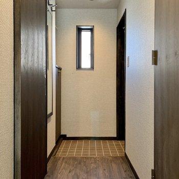 玄関は段差が少なく、躓くこともなさそうです。