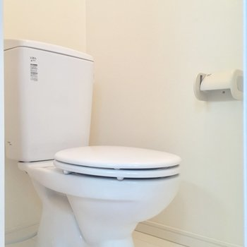 お隣にトイレ。個室が嬉しいですね。※写真は前回募集時のものです