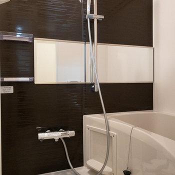 お風呂もピカピカです。浴室乾燥機付き。