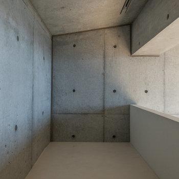 【ロフト】秘密基地感のあるロフトスペース。ここは物置にすると良さそうです。