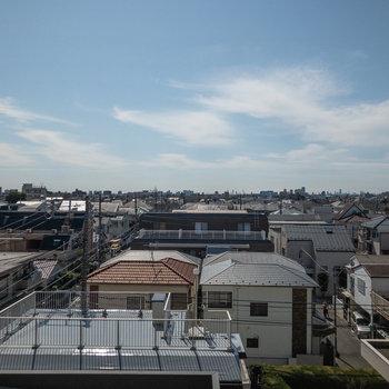 辺りには高い建物がないため、見晴らしは良いですよ。