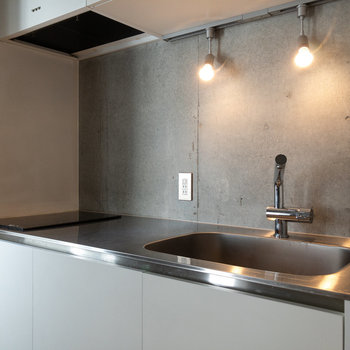 【LDK】2口コンロなことに加え、調理スペースもしっかりとあります。