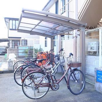 【共用部】駐輪場には屋根がありますよ!汚れないのはうれしいです。