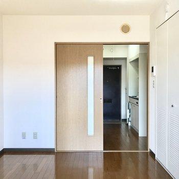 右にクローゼットがあります。※写真は3階の反転間取り別部屋のものです