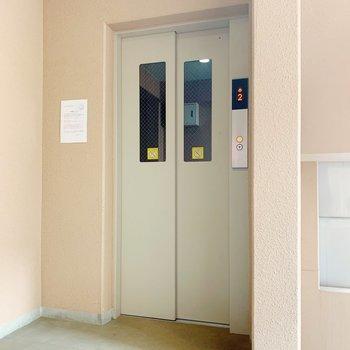 お部屋まではエレベーターで!