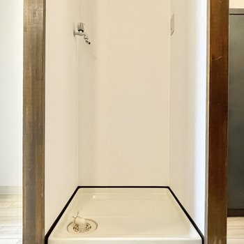 キッチン横には洗濯機置き場が。