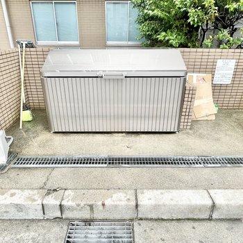 【共用部】ゴミ捨て場は敷地内に。