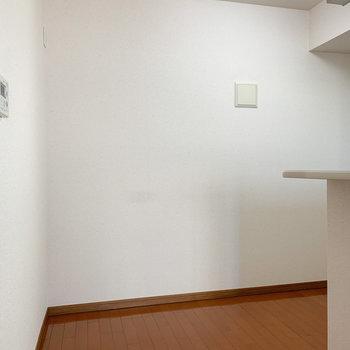 【LDK】冷蔵庫置き場は後ろになります。