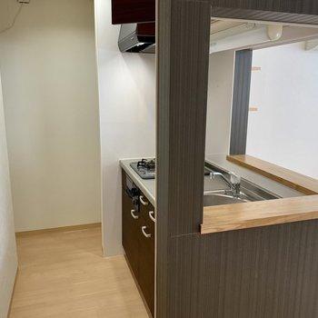 キッチンはこちら。開放的なカウンタータイプ
