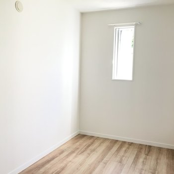 洋室①】ベッドはシングルサイズかなぁ。