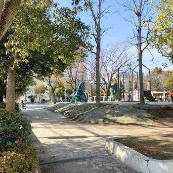 整備された公園も周辺にはいくつかありました。