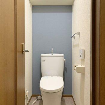 トイレは背後のブルーがいいアクセントになっています。設備も新しくなっていましたよ。