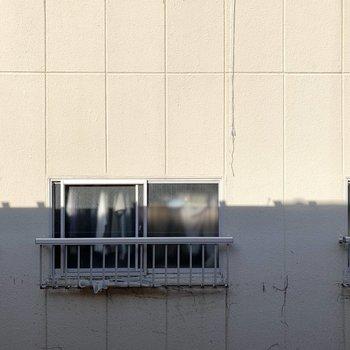 【洋室7.5帖】眺望はお向かいさん。