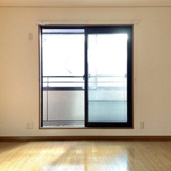 【洋室8.0帖】2階なので、明るさも1段階上がった気がします。