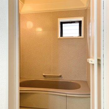 浴室が広いと感じました。浴槽までのアプローチも長い。