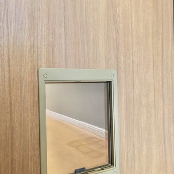 ペット用の扉も付いてます。