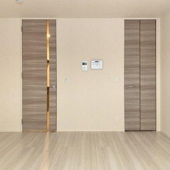 扉と収納、2本並んだ木みたいですね……!