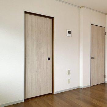 【DK】和室と北西側の洋室へもDKから入ることができますよ。