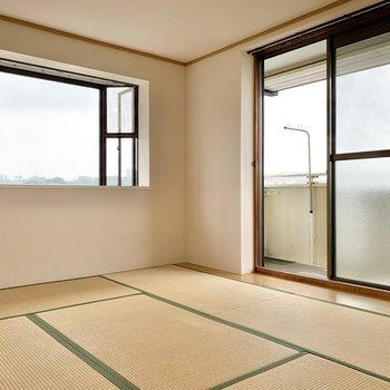 【和室】2面採光で通風面も良好です。