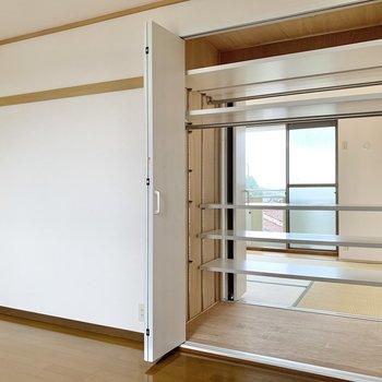 【北西側洋室】開けてびっくり。和室側からも開けられるようですね。