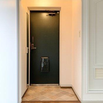 いよいよ玄関へ。