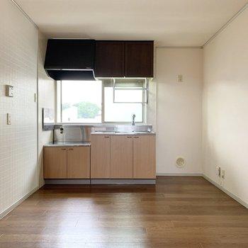 【DK】キッチンの隣に冷蔵庫が置けます。