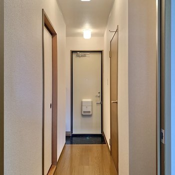廊下を渡って続いてのお部屋へ。