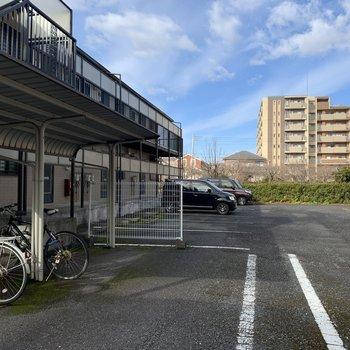 駐車場、利用できます。