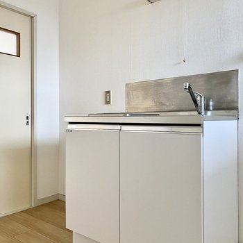 キッチンはスッキリとしたスタイリッシュな造り。