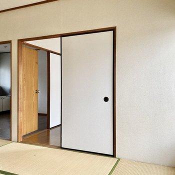 【和室】出入り口は2つあります。
