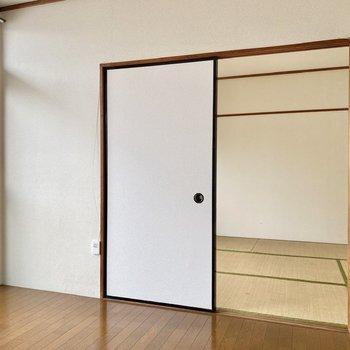 【洋室】和室とは引き戸で仕切られています。