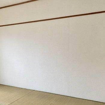【和室】い草の柔らかな色合いと白壁のコントラストが素敵。