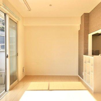 【LDK】さりげないグレーのクロスがお部屋を落ち着いた雰囲気にしてくれます。