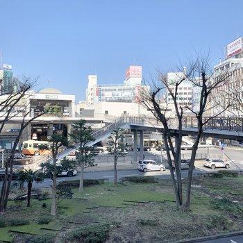 駅前は発展しています。