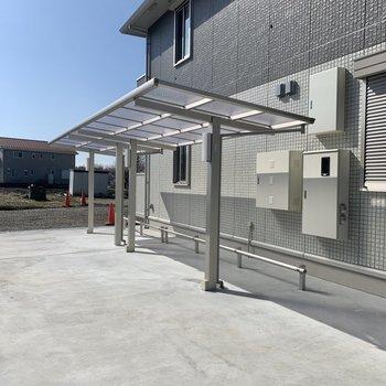 駐輪場は建物横。