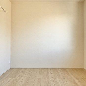 【洋室6帖】こちらは寝室でしょうか。