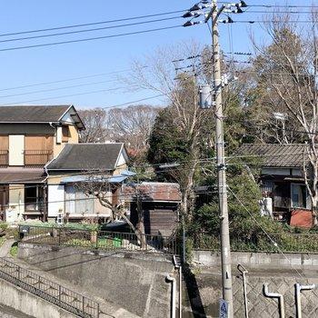【洋室6帖】眺望は閑静な住宅街です。
