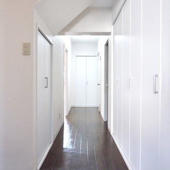 それでは廊下へ。