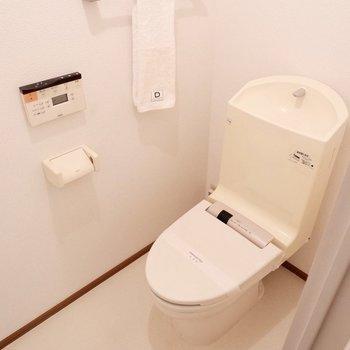 【上階】各階にトイレがあります。