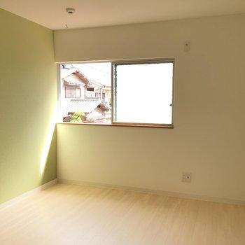 洋室①】柔らかい緑色で、また違う表情が広がってました