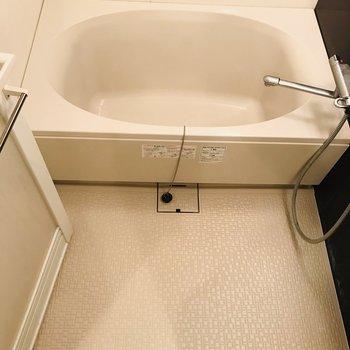 床が広めのお風呂です