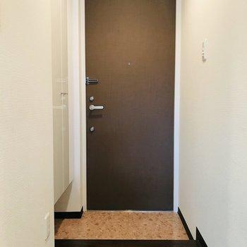 ドアは2ロックになっています