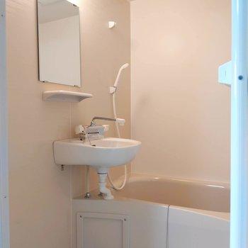2点ユニットの浴室。