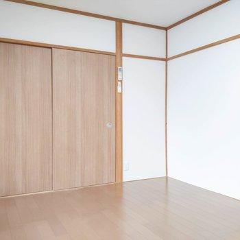 【洋室6帖】廊下へも繋がっています。