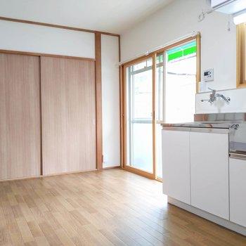 【DK】キッチンも小さなダイニングテーブルが置けそう。