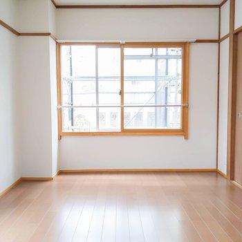 【洋室8帖】こちらのお部屋は寝室にしようかな。