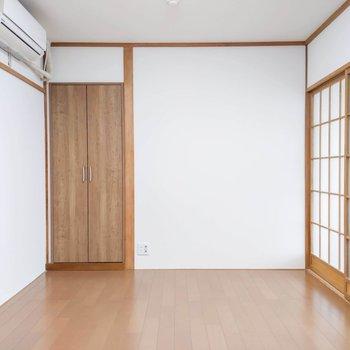 【洋室6帖】ここのお部屋は書斎にしたり仕事スペースにしたりできそう。